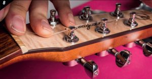 Changer les cordes d'une guitare