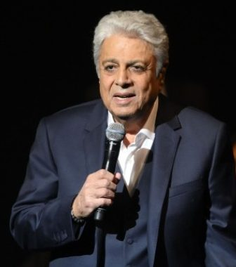Le chanteur français Enrico Macias