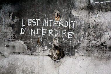 """""""Il est interdit d'interdire"""", le slogan de Mai 68 inventé par l'humoriste français Jean Yanne"""