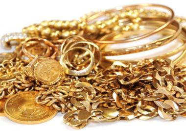 De la joncaille (registre argotique) c'est à dire : des bijoux en or