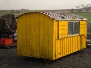 Une baraque de chantier