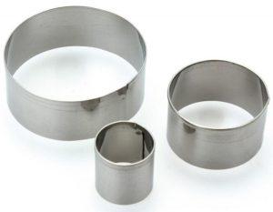 Des emporte-pièces en métal