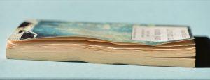 Un livre qui se gondole, après avoir pris l'humidité