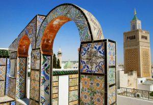 """Mosaiques tunisiennes constituées de marbre fragmenté, à raison de 150 000 """"tesselles"""" (ou morceaux de pierre) au mètre carré"""
