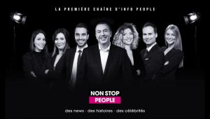 """Affiche promotionnelle pour """"Non stop people"""", la première chaîne d'info people"""