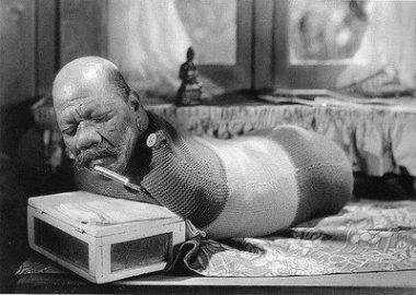 """L'artiste de cirque états-unien d'origine guyanaise Prince Randian, Randion ou Rardion (12 octobre 1871 - 19 décembre 1934), dans le film culte de Tod Browning """"Freaks / La monstrueuse parade"""" (1932)"""