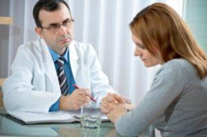 Un médecin psychiatre en entretien