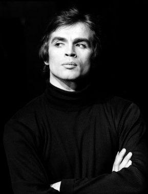 Le danseur classique, chorégraphe et directeur de ballet russe d'origine tatare Rudolf Noureïev (ou Noureev)