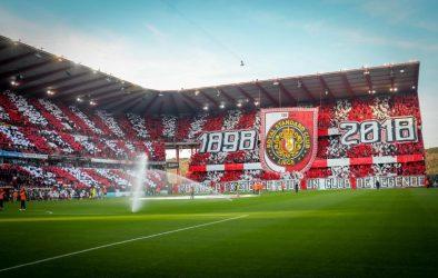"""Un """"tifo"""" pour le 120e anniversaire du Standard de Liège, en octobre 2018"""