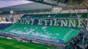 """Un """"tifo"""" des supporteurs de l'A.S. Saint-Étienne, en avril 2019"""