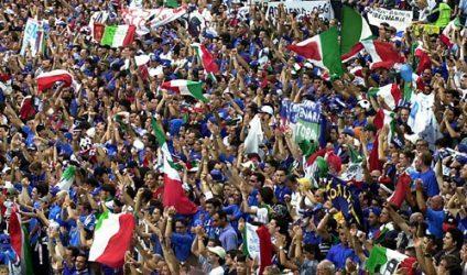 """Des supporters italiens enthousiastes ou """"Tifosi"""""""