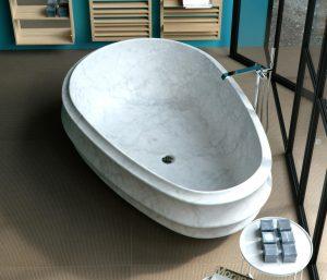 Une baignoire ovoïde