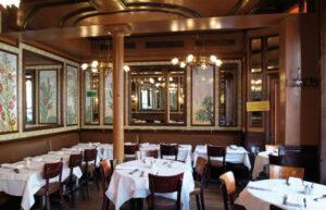 L'intérieur de la brasserie Lipp, boulevard Saint-Germain , à Paris (75)