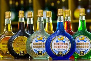 Les différentes couleurs possibles du Curaçao