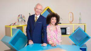 """L'animateur Mac Lesggy et l'actrice Gaëlle Marie, présentant l'émission """"E = M6"""" sur la chaîne de télévision française Gulli"""