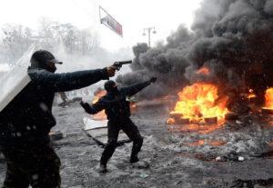 """Scène de guérilla urbaine à Kiev (Ukraine), du 18 au 23 février 2014 : la """"révolution de Maïdan"""" (ou """"révolution de Février"""" ou """"révolution de la Dignité"""") a fait plus de 120 morts"""