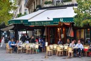 """Le café """"Les deux Magots"""", boulevard Saint-Germain, à Paris (75)"""