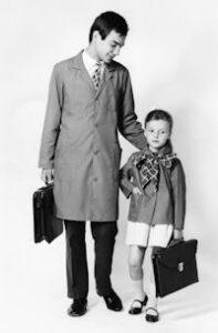 Un écolier et son maître, dans les années 1960