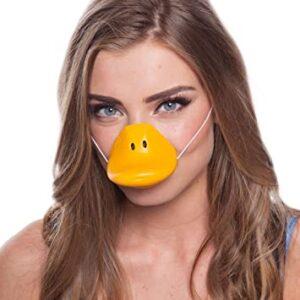 Une jeune femme portant un masque de canard