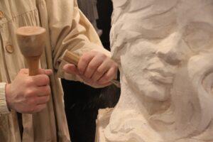 Sculpter une statue
