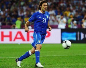 Le joueur de football international italien Andrea Pirlo, sous le maillot de l'équipe d'italie