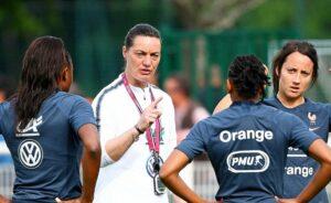 L'entraîneuse de football française Corinne Diacre