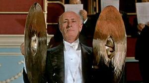 """Le célèbre """"cymbalier"""" ou """"cymbaliste"""" du film états-unien """"L'homme qui en savait trop"""", réalisé en 1956 par Alfred Hitchcock"""