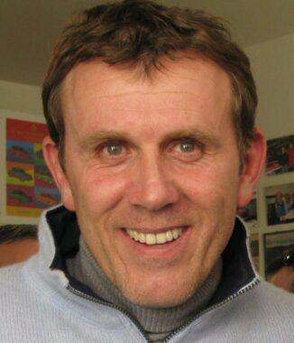 L'ancien joueur de football international français devenu consultant sportif, Franck Sauzée