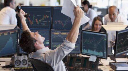 """""""Un as des marchés financiers"""" ou """"Un jeune opérateur de marchés financiers"""" (""""golden boy"""")"""