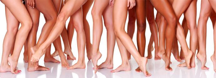 De nombreuses jambes de femmes