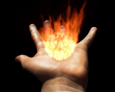 """Mettre sa main au feu"" (© Ça m'intéresse)"