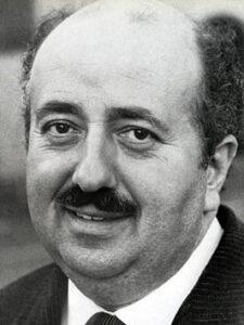"""L'acteur français Pierre Mirat (12 février 1924 - 16 juillet 2008), inoubliable interprète des publicités """"ducros"""" des années 1970-1980 """"À quoi ça sert que Ducros il se décarcasse ?"""""""