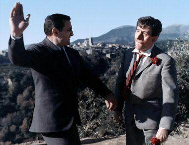 """Lino ventura mettant une """"torgnole"""" à Jean Lefèvre, dans le film """"Ne nous fâchons pas"""" de Georges Lautner (1966)"""