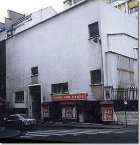 """La façade du Théâtre Saint-Georges, 51 rue Saint-Georges, à Paris, dans le 9e arrondissement, avant d'être peinte en trompe-l'oeil par Dominique Antony. Le réalisateur François Truffaut y avait tourné, en 1980, son film """"Le dernier métro"""""""