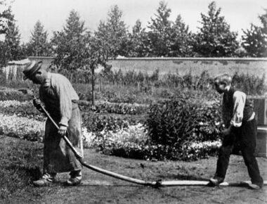 """""""L'arroseur arrosé"""" ou plus exactement """"Arroseur et arrosé"""", un film de Louis Lumière réalisé en 1895"""