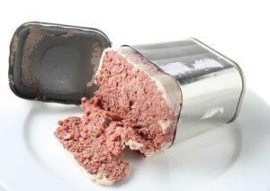 Une ration de corned-beef ouverte