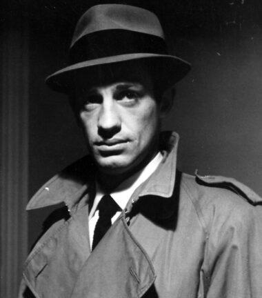 """Jean-Paul Belmondo, excellent dans le rôle-titre du film français """"Le doulos"""", réalisé en 1962 par Jean-Pierre Melville"""