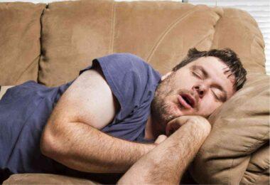"""""""Écraser"""", """"Pioncer"""" ou """"Roupiller"""", c'est à dire : dormir profondément, dans le registre argotique"""