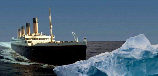Le Titanic fonçant vers l'iceberg qui causa sa perte
