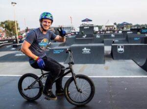 Le pilote de BMX états-unien Josh Perry
