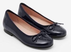 Des ballerines (chaussure féminine)