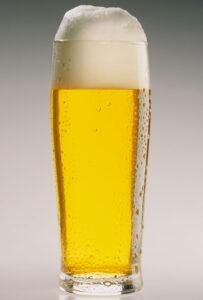 """Un verre de bière """"avec faux-col"""""""