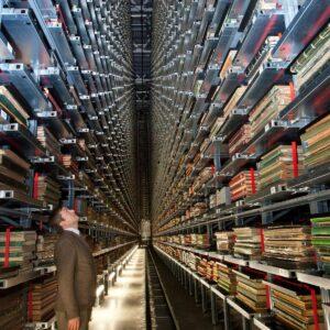 Un aperçu du gigantisme des rayonnages des dépôts de la British Library, à Londres (Royaune-Uni)