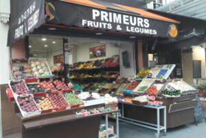 Un commerce de bouche : un magasin de fruits et légumes